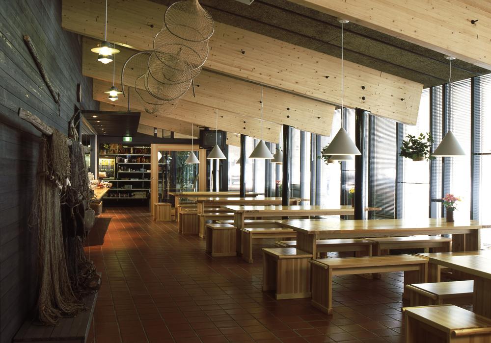Tämän kuvan alt-attribuutti on tyhjä; Tiedoston nimi on 1996-Kylmäluoman-Leirintäalueen-vastaanottorakennus.jpg
